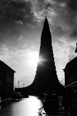 The Sun behind Hallgrimskirkja